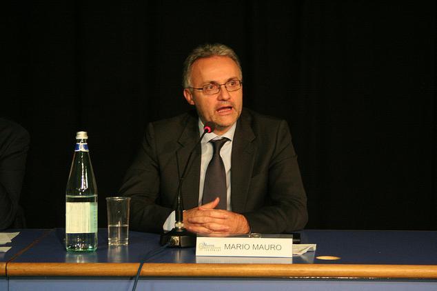 Mario Mauro alla serata inaugurale dell'Associazione Nuova Generazione (10 dicembre 2011)